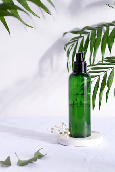 cosmetic-green-bottle-containers-with-tropical-lea-D4996AL (1)